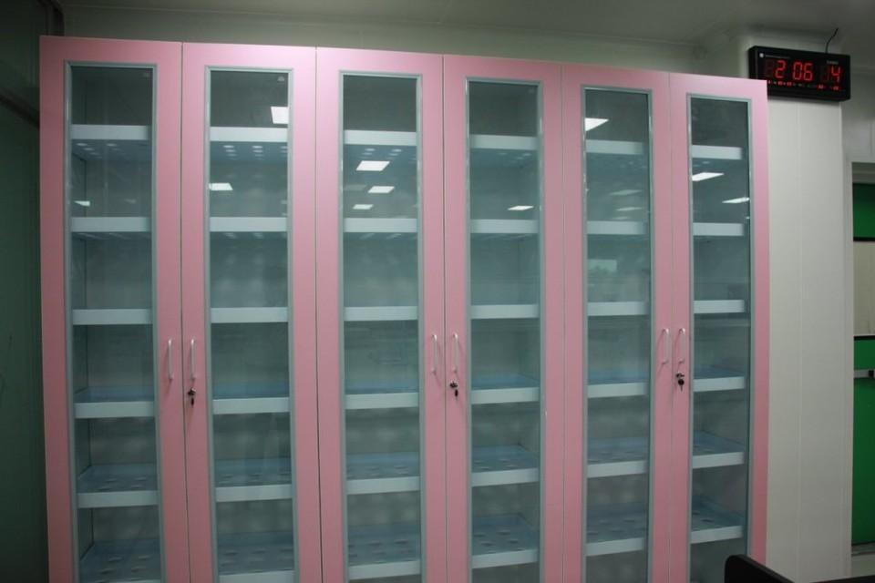 glassware storage cabinet / vessel storage cabinet